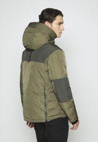 Nike Sportswear - Chaqueta de invierno - medium olive/black - 2