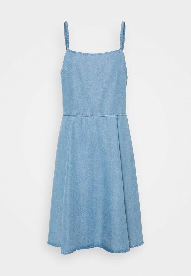 CAMI DRESS - Sukienka letnia - light wash