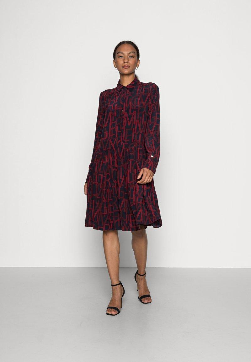 Tommy Hilfiger - KNEE DRESS BRACELET - Shirt dress - regatta red