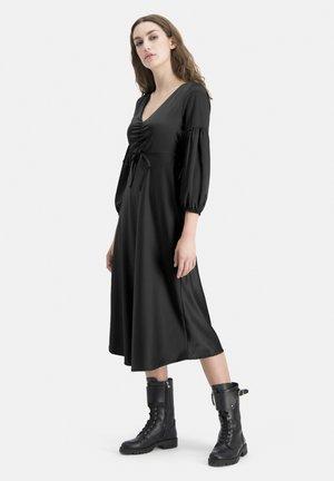 ZEITLOSES MIT RAFFUNG - TOWOA - Day dress - schwarz