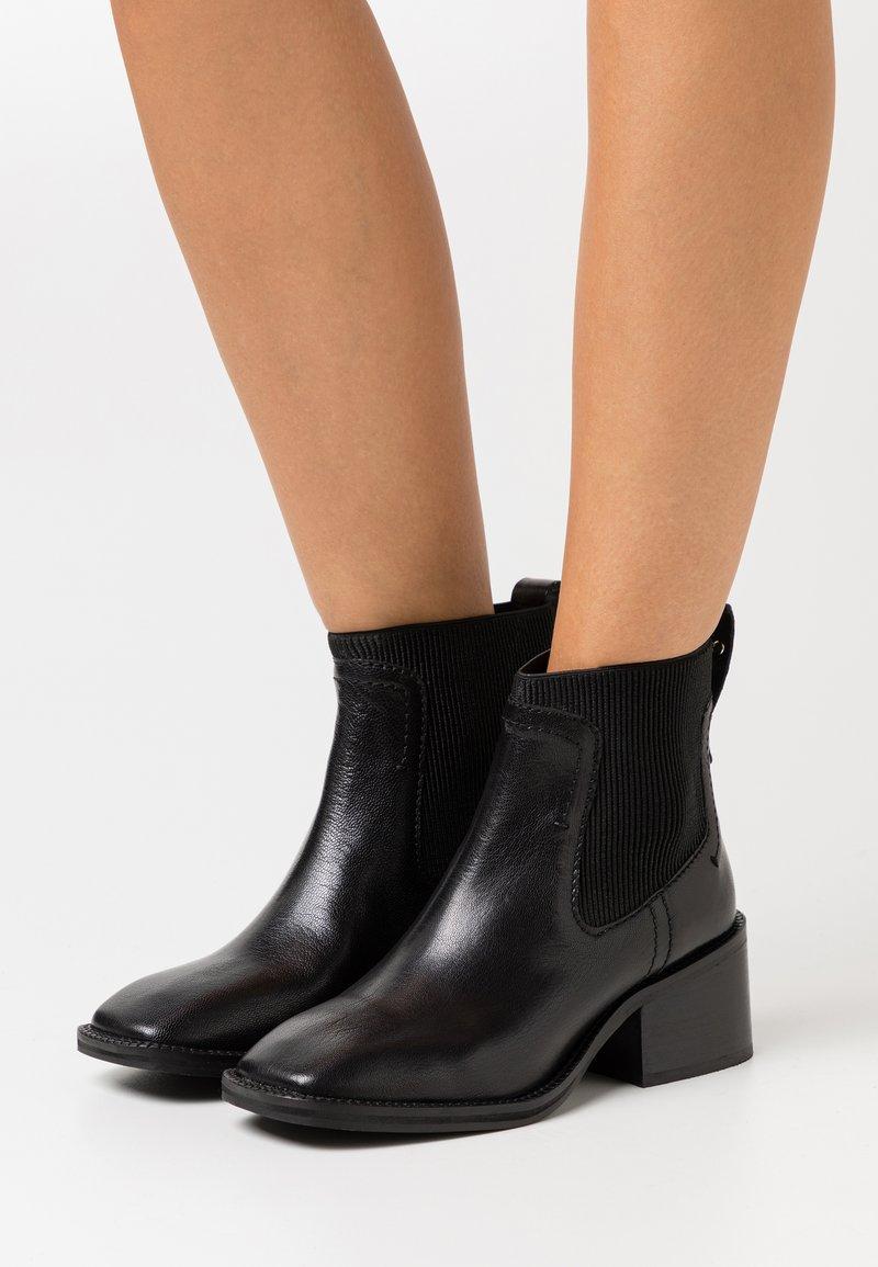 ASRA - MANTH - Kotníkové boty - black