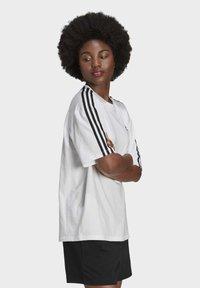 adidas Originals - OVERSIZED ADICOLOR RELAXED - Print T-shirt - white - 2