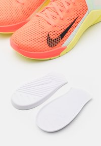 Nike Performance - METCON - Sports shoes - bright mango/dark smoke grey/barely green - 5