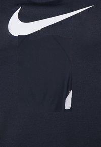 Nike Performance - DRY BALANCE - T-shirt de sport - obsidian - 5