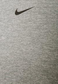 Nike Performance - ONE - Top sdlouhým rukávem - particle grey/heather/black - 6