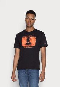 Champion Rochester - GRAPHIC SHOP CREWNECK - Print T-shirt - black - 0