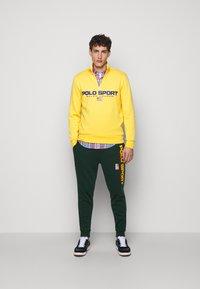 Polo Ralph Lauren - Pantalon de survêtement - college green - 1