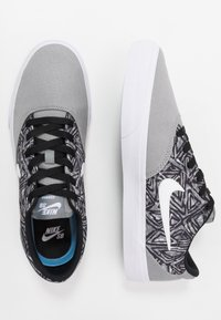 Nike SB - CHARGE SLR - Sneakers laag - particle grey/white/black - 1