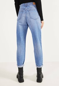 Bershka - MOM - Jeans Straight Leg - blue-black denim - 2