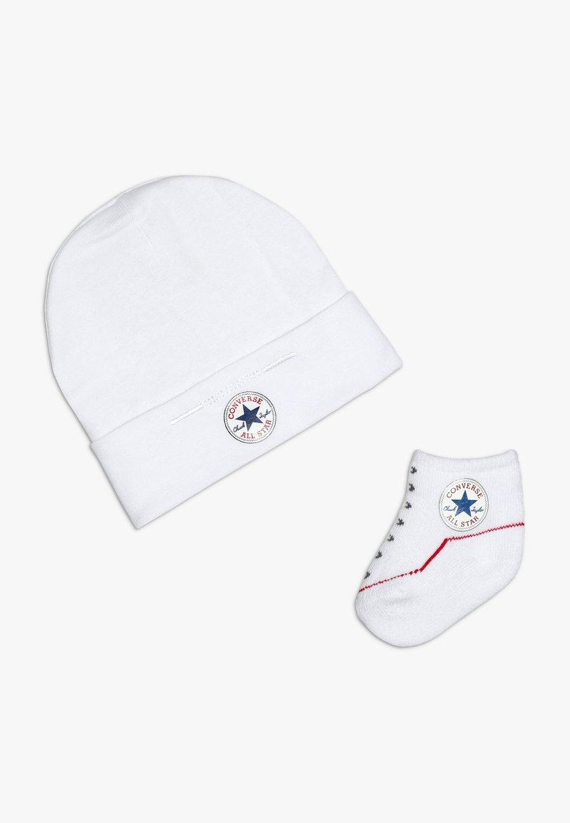 Converse - HAT BOOTIE BABY SET - Czapka - white