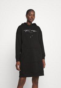 Tommy Hilfiger - SCRIPT HOODIE DRESS - Day dress - black - 0
