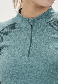 Endurance - HALEN W SEAMLESS - Sports shirt - ponderosa pine - 3