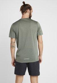 Nike Performance - DRY COOL MILER - T-paita - juniper fog/heather/jade horizon/reflective silver - 2