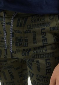 WE Fashion - Shorts - dark green - 2