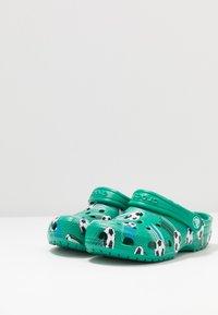 Crocs - CLASSIC SPORT BALL - Pool slides - deep green - 3