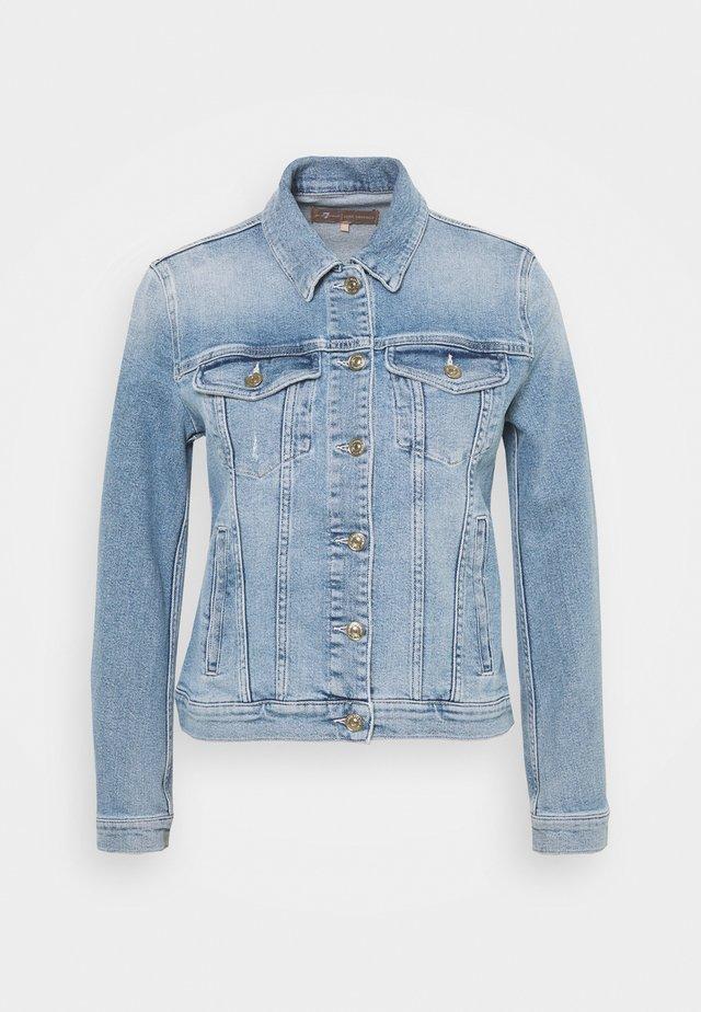 MODERN TRUCKER LUXE VINTAGE SKYWALK - Giacca di jeans - light blue