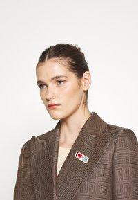 sandro - Short coat - marron/noir - 3