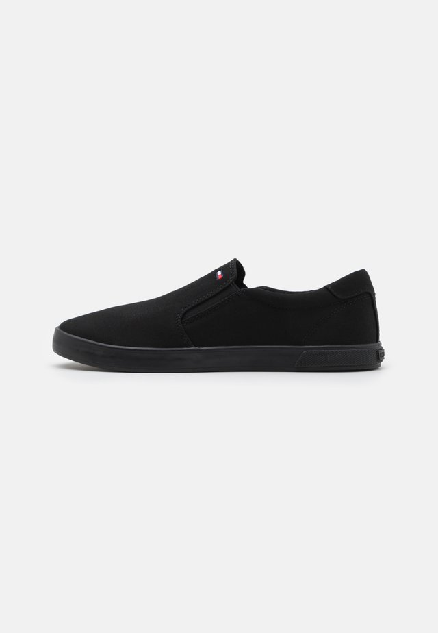 ICONIC SLIP ON - Matalavartiset tennarit - triple black
