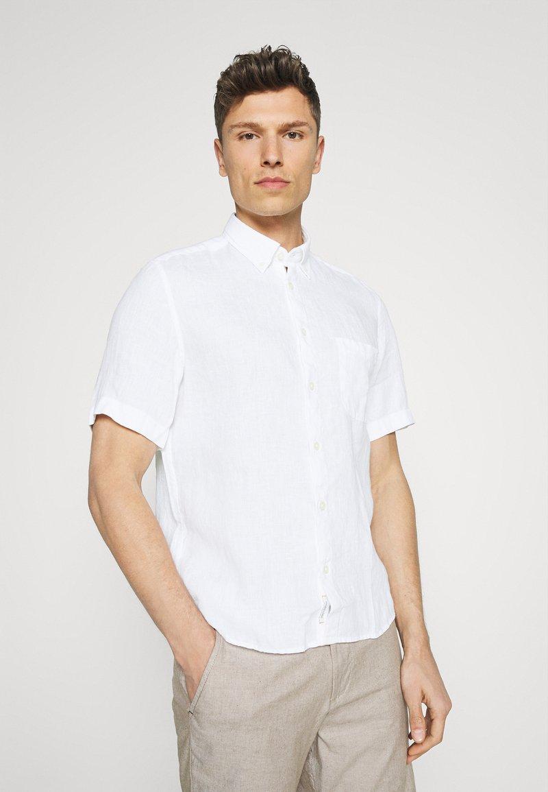 Marc O'Polo - BUTTON DOWN SHORT SLEEVE - Skjorta - white