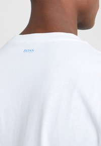 BOSS - TREK  - Print T-shirt - white/blue - 3