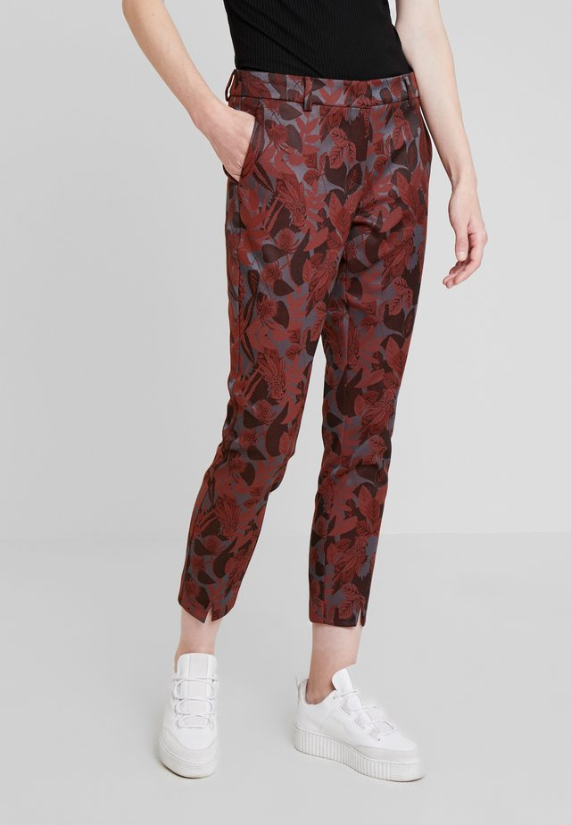 JANICE - Trousers - rotbraun