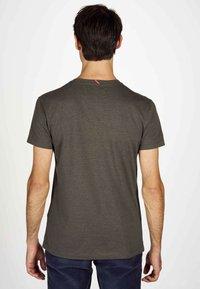 MDB IMPECCABLE - Basic T-shirt - dark olive - 2
