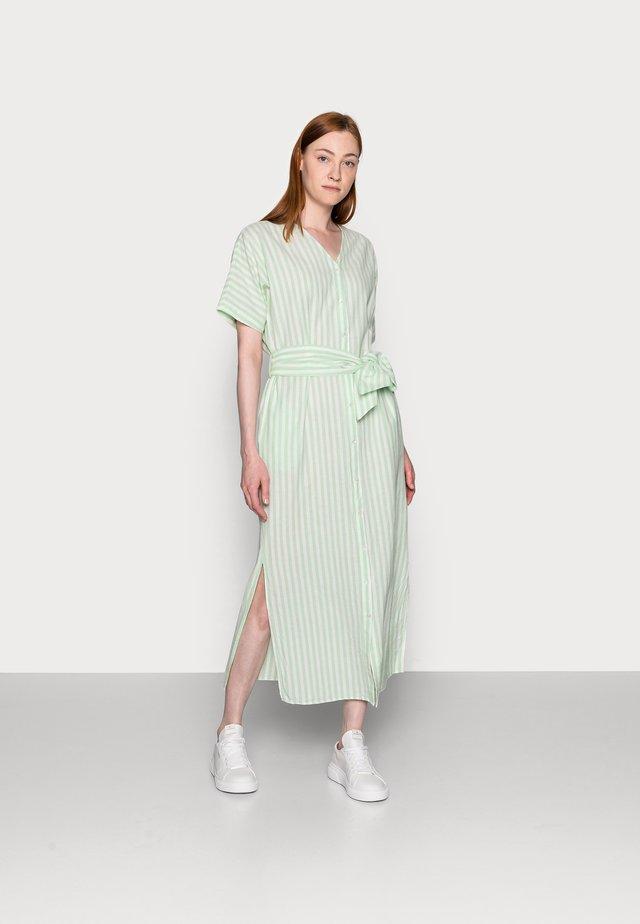 PCMELIKKA ANKLE DRESS - Košilové šaty - cloud dancer/pastel green