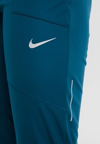 Nike Performance - SHIELD PROTECT PANT - Pantalones deportivos - midnight turq/silver - 7