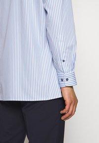 OLYMP - OLYMP LUXOR MODERN FIT - Shirt - bleu - 3