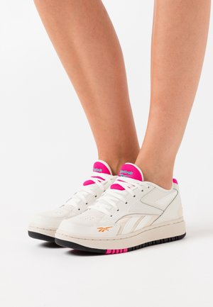 COURT DOUBLE MIX - Zapatillas - chalk/alabaster/proud pink