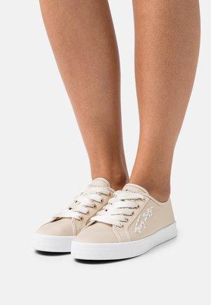ESSENTIAL GRADIENT - Sneakers laag - classic beige