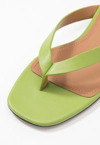 Who What Wear - CALI - Sandalias de dedo - bright green - 2