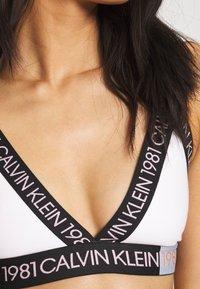 Calvin Klein Underwear - 1981 BOLD UNLINED BRALETTE - Triangel-BH - white - 5