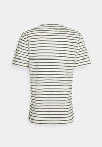 Casual Friday - TROELS - T-shirt print - olivine - 6
