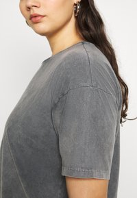 Vero Moda Curve - VMFOREVER OVERSIZED - T-shirts med print - black - 5