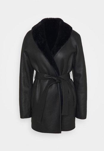 FIDELE - Leather jacket - marine