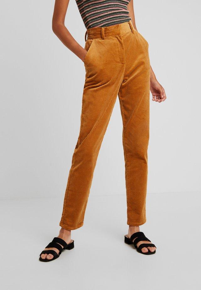 YASKATY PANT - Spodnie materiałowe - caramel café