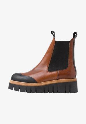 Platform ankle boots - cognac/black