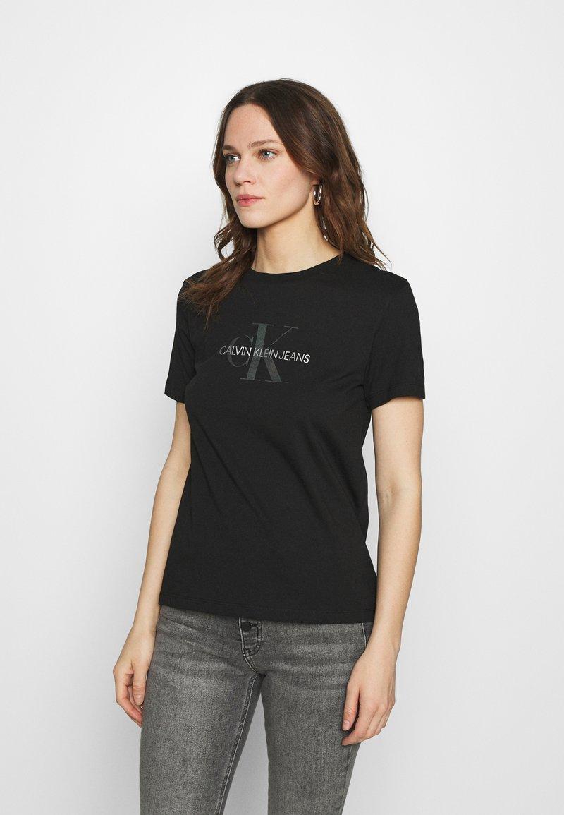 Calvin Klein Jeans - REFLECTIVE MONOGRAM TEE - Printtipaita - black