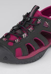 Keen - Walking sandals - raspberry wine/black - 5
