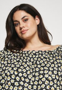 CAPSULE by Simply Be - OFF THE SHOULDER DAISY - Print T-shirt - black - 4