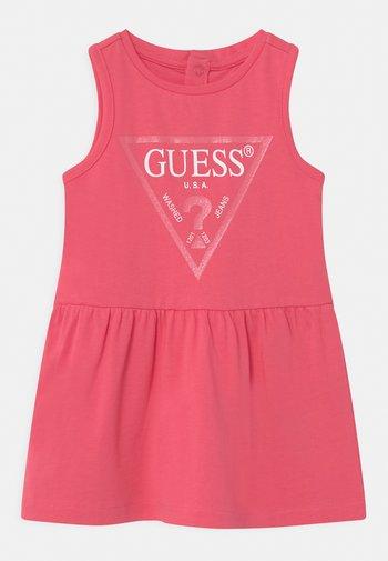SLEVELESS - Vestito di maglina - rouge pink