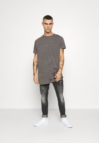 Brave Soul - GENKO - Print T-shirt - grey acid wash - 1