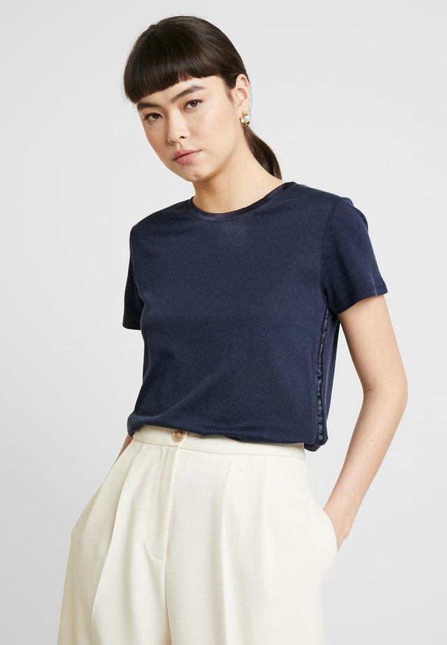 ELEVATED TEE - Basic T-shirt - navy