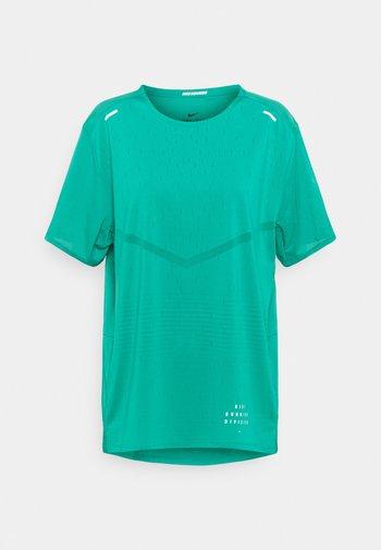 RISE - T-shirts print - neptune green/reflective silver