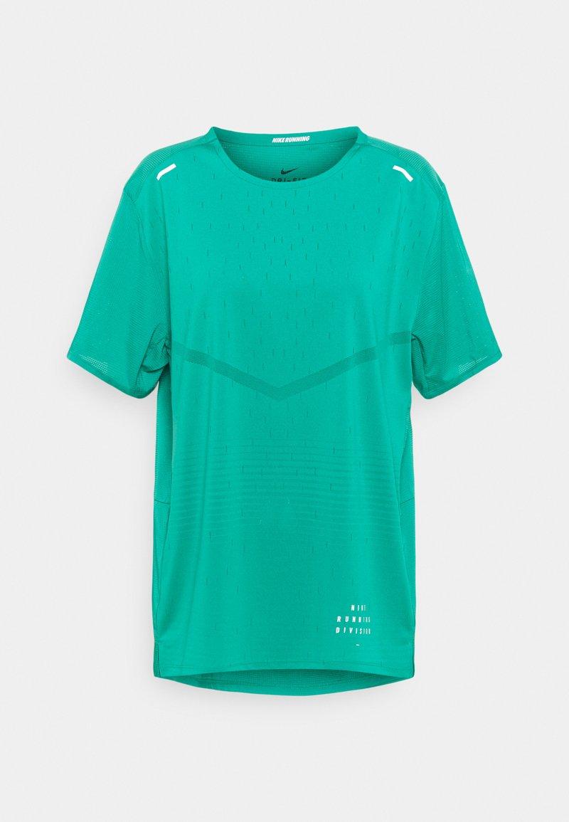 Nike Performance - RISE - Print T-shirt - neptune green/reflective silver