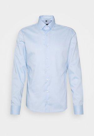 Kostymskjorta - blau