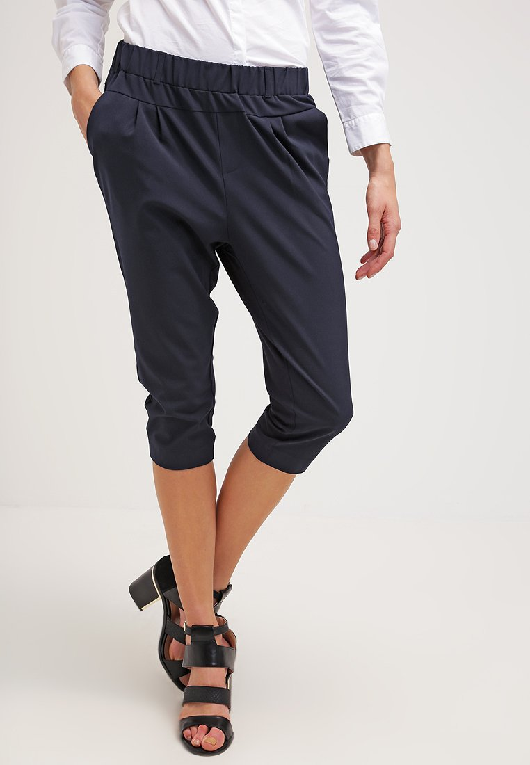 Kaffe - JILLIAN CAPRI PANTS - Shorts - midnight marine