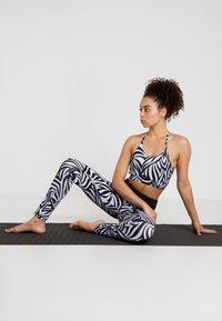 Curare Yogawear - COLOR BLOCKING - Leggings - blue/midnight blue - 1