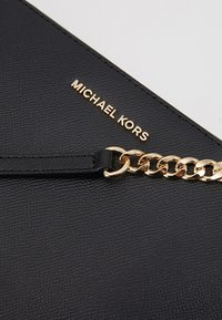 MICHAEL Michael Kors - JET SET TRAVEL CROSSBODY - Torba na ramię - black - 6